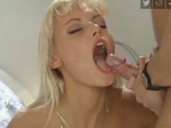 blonda nimfomana adora sperma