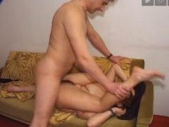 sex cu amatori pe canapea: ce fac tinerii